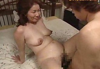 Asian Mature fickt Junior - 8 min