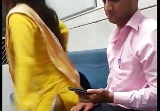 indian mumbai local train girl kissed her boyfriend - 1 min 6 sec