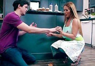 Bake Sale Bang Mom Kianna Dior - 5 min
