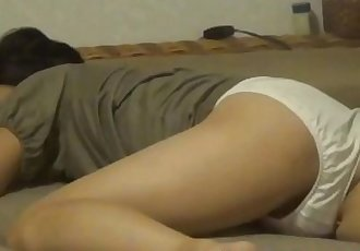 Japanese babe climaxes - 10 min