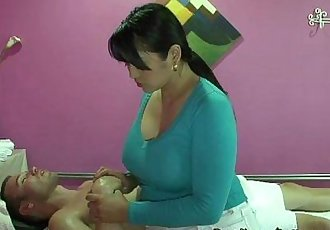Asian Masseuse Gives Erotic Massage To Client - 5 min