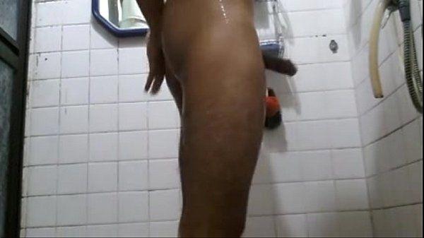 amigo do meu irmão tomando banho la em casa