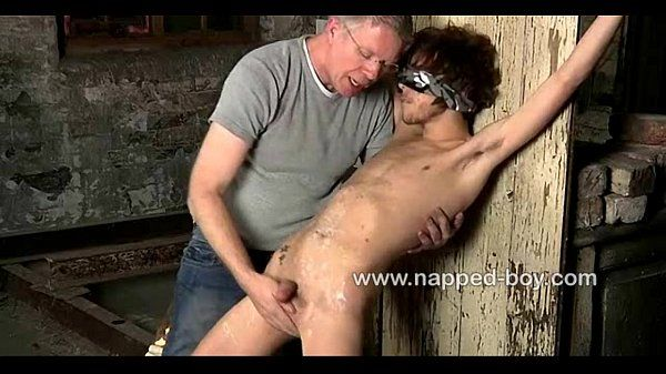 Blindfolded and tied down Alexander Syden gets sucked