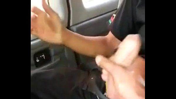 Chacalito se hace una paja en el taxi