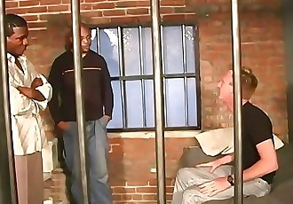 White guy gets fucked in the prison by blacks