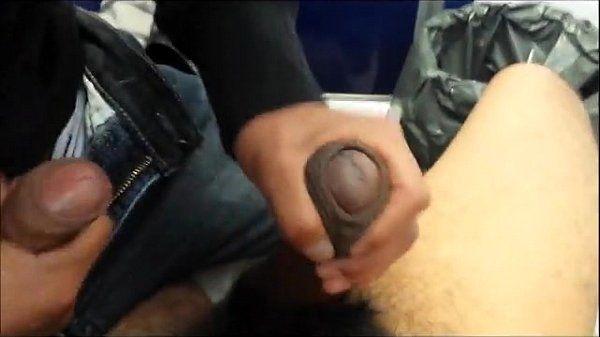 heterocurioso mamando en los baños de la uni