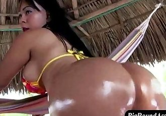 Bubble butt asian sucks - 7 min