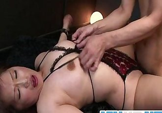 Reiko Shimura feels needy to play in dirty bondage show - 8 min