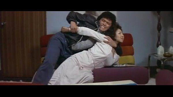 "Tamaki Katsura and Naomi Oka in the movie ""Reipu ! 25-ji bōkan"""