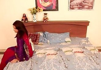 Shruti bhabhi - नोकर और मालकिन romance with Servant in..