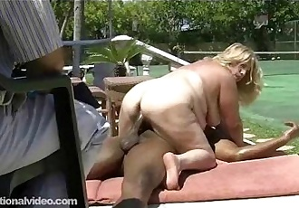 Mature Fat Wife Gets Fucked By Black Bull As Hubby Watches - 2 min