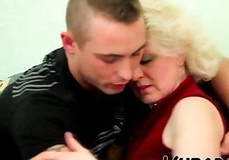 OLD BLONDE MILF FUCKS YOUNG DUDE !! - 6 min HD