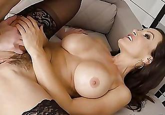Horny MILF Lisa Ann 6 min HD