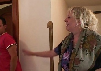 Granny gets banged by an young pickuperHD