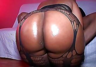 Big Booty Milf gets fucked raw 11 min HD