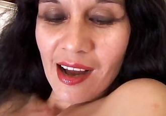 Spicy mature latina amateur - 5 min