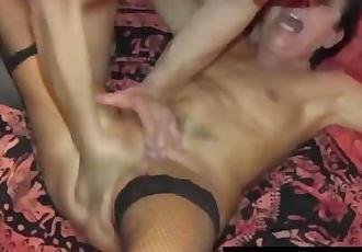 Orgia padovana! Culo stupendo della milf e lamica squirta