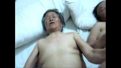 Chinese granny threesome - 1 min 14 sec