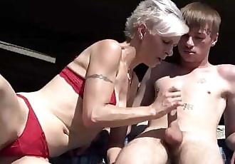 Skinny trapper licks short-hair granny under the bridge 3 min 720p