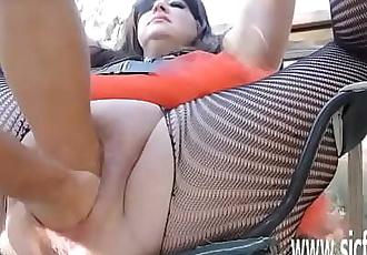 Sarahs gargantuan dildo fucking orgasms 6 min
