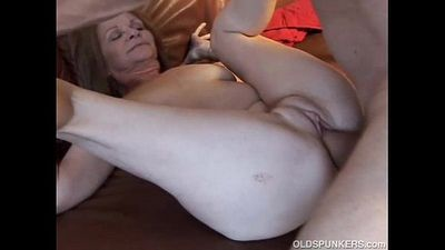 Gorgeous older babe loves to fuck - 9 min