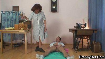 God, I just bang sewing granny - 6 min