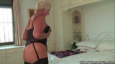 British grandma Sandie in stockings rubs her pierced clit - 6 min HD