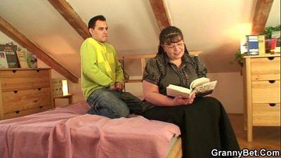 He picks up busty bookworm woman - 6 min