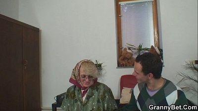 Old women gets her bald pussy slammed - 6 min HD