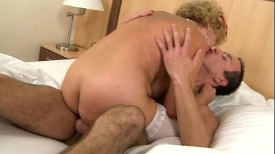 Amateur granny GILF pleasuring young guy with her hairy pussy - 6 min