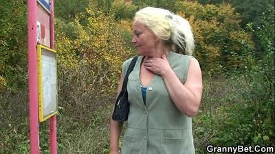 Granny whore is picked up and fucked - 6 min