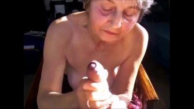Cumming for grannies from EpikGranny.com - 9 min