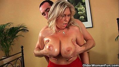 Older woman with natural big tits gets fucked - 6 min HD