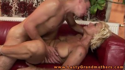 Amateur old GILF getting pussyfucked - 6 min