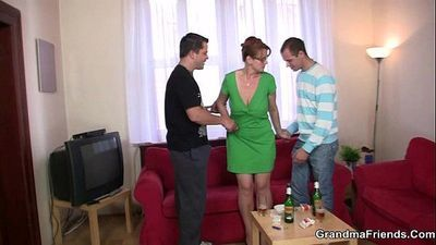 threesome party with old chick - 6 min
