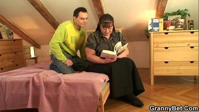 Fat bookworm bitch gets pounded by horny guy - 6 min
