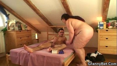 Old fatty is pussy dicked - 6 min