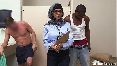 Mia Khalifa the Arab Pornstar Measures White Cock VS Black Cock (mk13768)