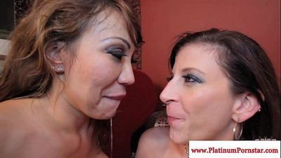 Ava Devine and Sara Jay cum swappingHD