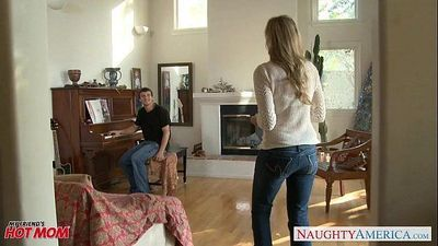 MILF in sexy jeans Julia Ann gets nailedHD