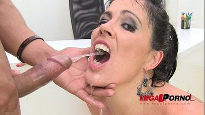 Huge butt Montse drinks pee (piss drinking anal threesome) SZ584 HD
