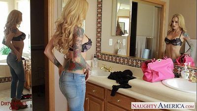 Ultra sexy blonde wife Sarah Jessie gets facializedHD
