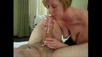 Mature mom sucking big white cock - 1 min 3 sec
