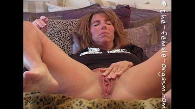 Filming her own orgasm - 3 min