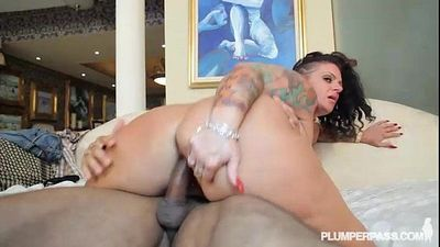 Tattooed BBW Beauty Erika Xstacy loves BBC - 2 min