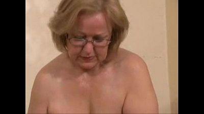 Hermosa Maduro puta jerking jóvenes polla amateur mayores - 1 min 10 sec