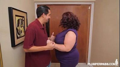 Busty BBW MILF Lady Lynn Fucks Landlord to Save House - 2 min