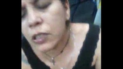 ¡AY DAME LECHE! TETONA MADURA ARGENTINA TATUADA CHUPANDO PIJA - 1 min 38 sec