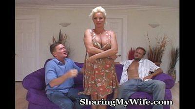 le partage la femme Avec nouveau guy - 5 min