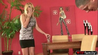 Blonde stepmom Robbye Bentley gets horny seeing her stepson huge cock - 5 min
